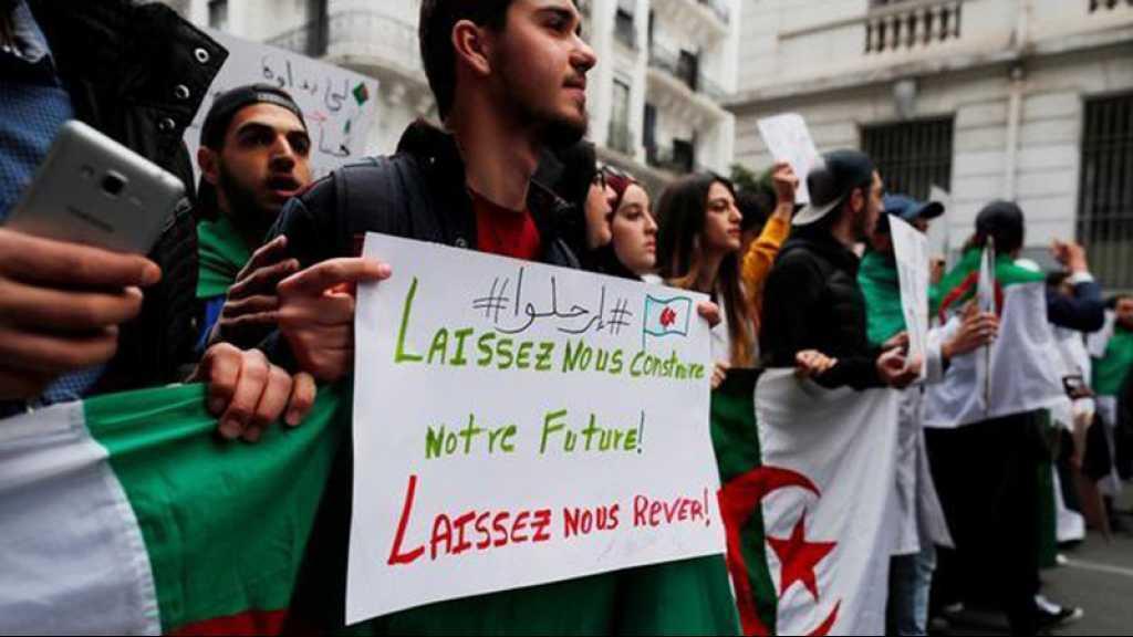 Algérie: bloqués la semaine passée, les étudiants manifestent à Alger