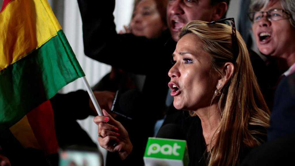 La sénatrice Jeanine Añez se proclame Présidente par intérim de la Bolivie