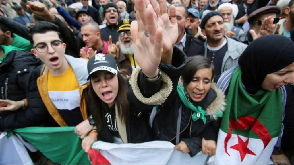 Algérie: dans la rue, les étudiants réclament une «justice indépendante»
