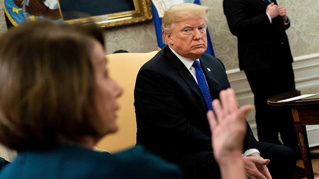 Destitution: la chef des démocrates accuse Trump de «corruption»
