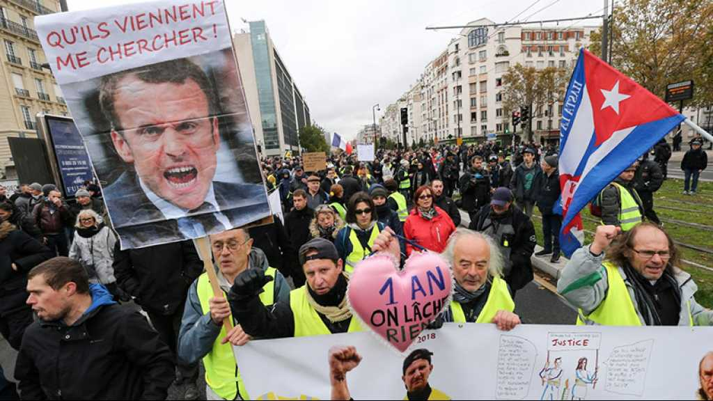 «Gilets jaunes»: Macron condamne les violences et les silences «complices»