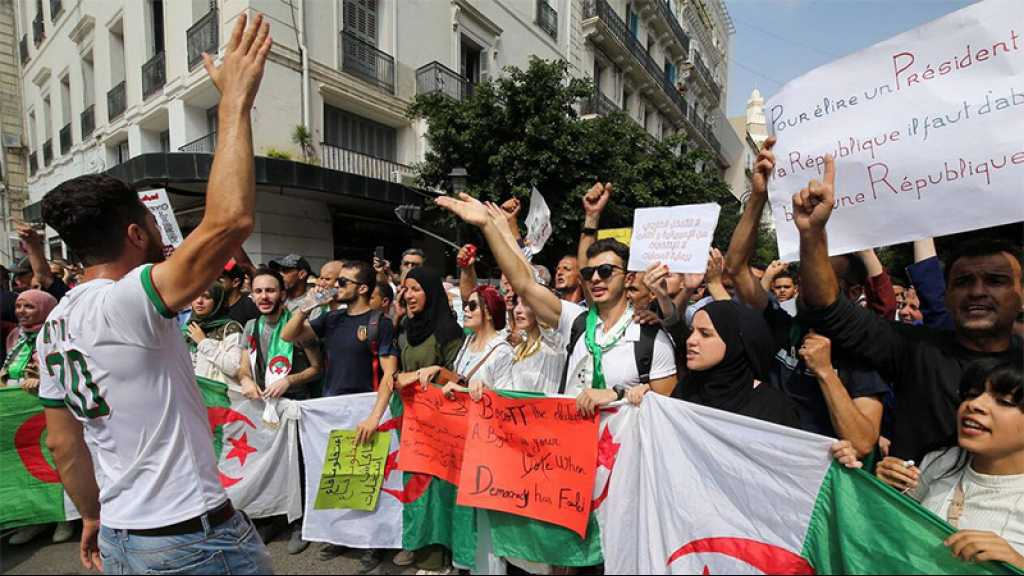 Algérie: les étudiants manifestent contre la tenue de la présidentielle