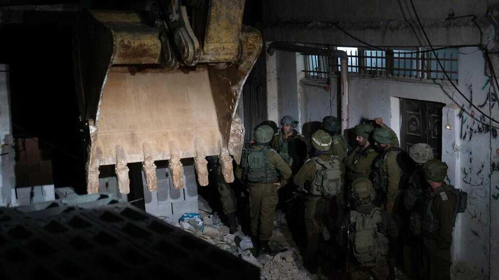 «Israël» détruit les maisons de 4 Palestiniens soupçonnés d'une opération contre un soldat