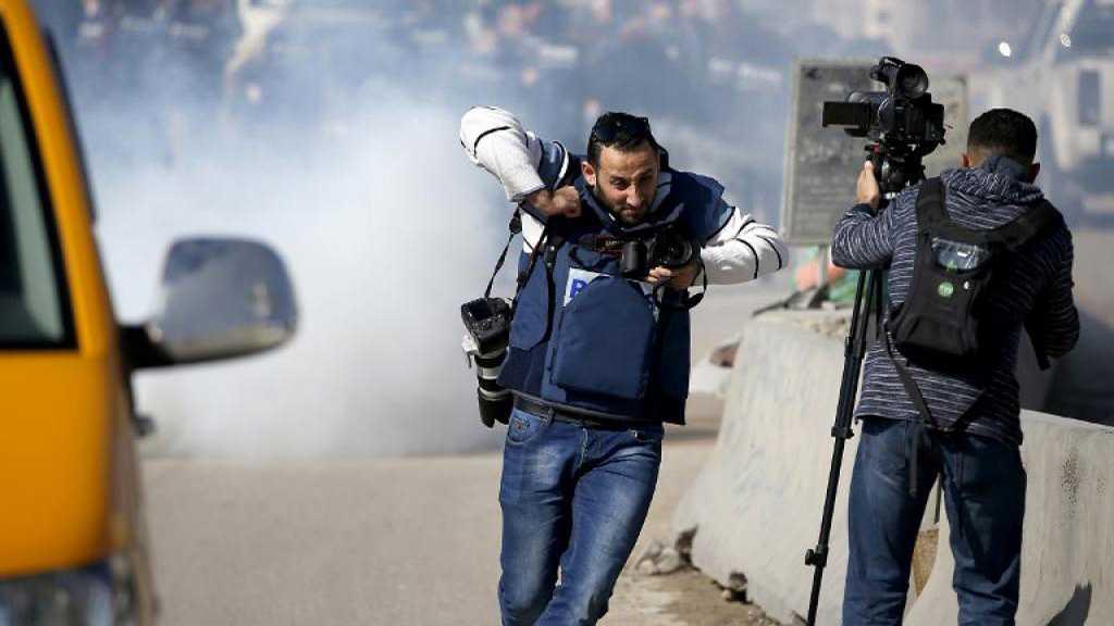 L'ennemi israélien arrête quatre journalistes palestiniens à al-Qods occupée