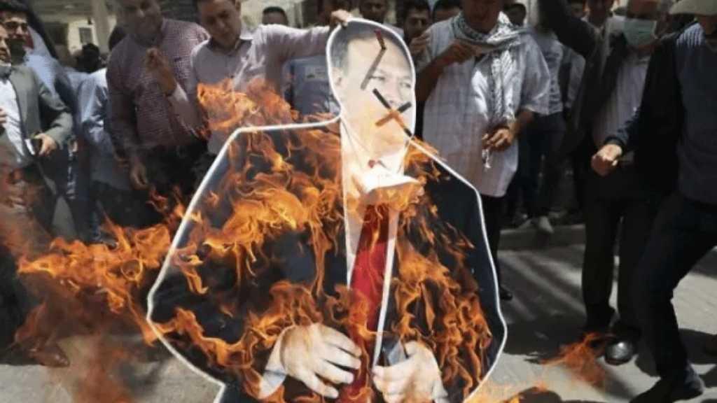 Des Palestiniens brûlent l'effigie de Mike Pompeo pour protester contre le «deal du siècle»