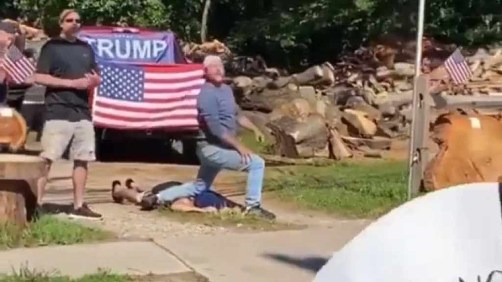 USA: un homme licencié et un autre suspendu après s'être moqués de George Floyd en mimant sa mort