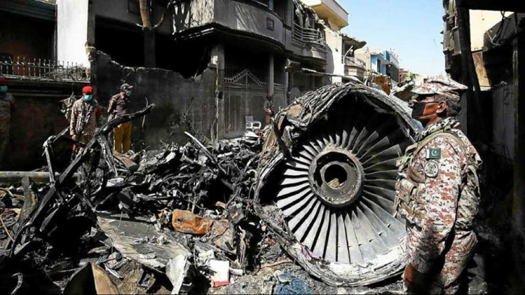 Pakistan: le crash de Karachi dû à la «négligence» des pilotes et contrôleurs aériens