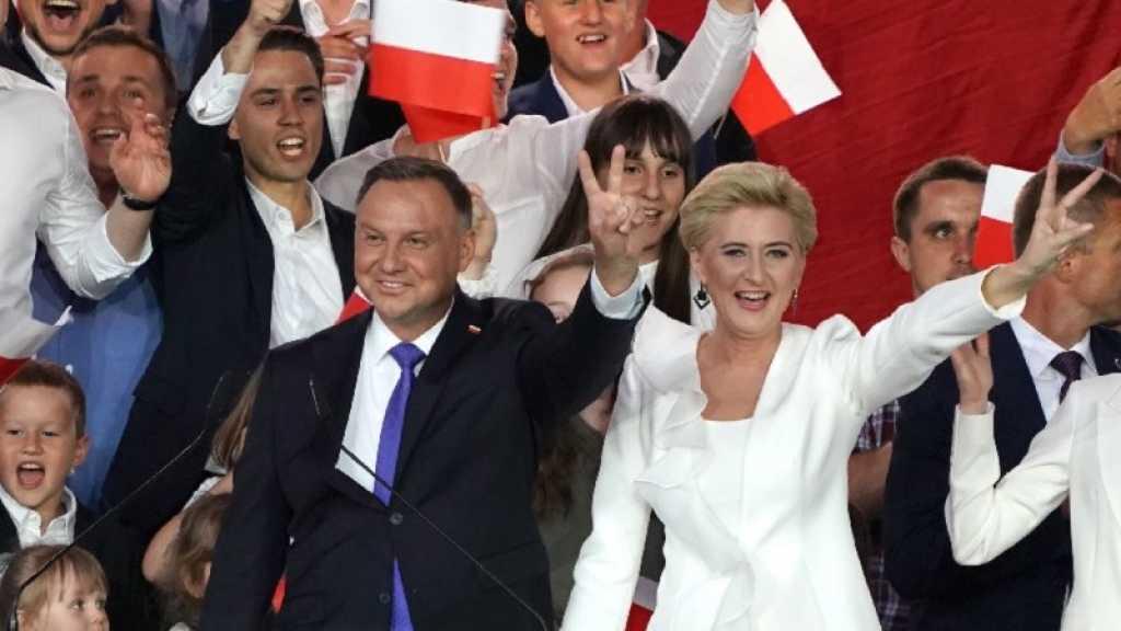 Pologne: le conservateur Andrzej Duda réelu de justesse à la présidence