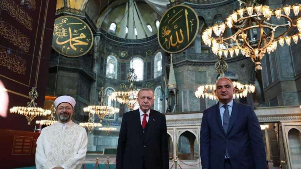 Turquie: Erdogan prie à Sainte-Sophie reconvertie en mosquée