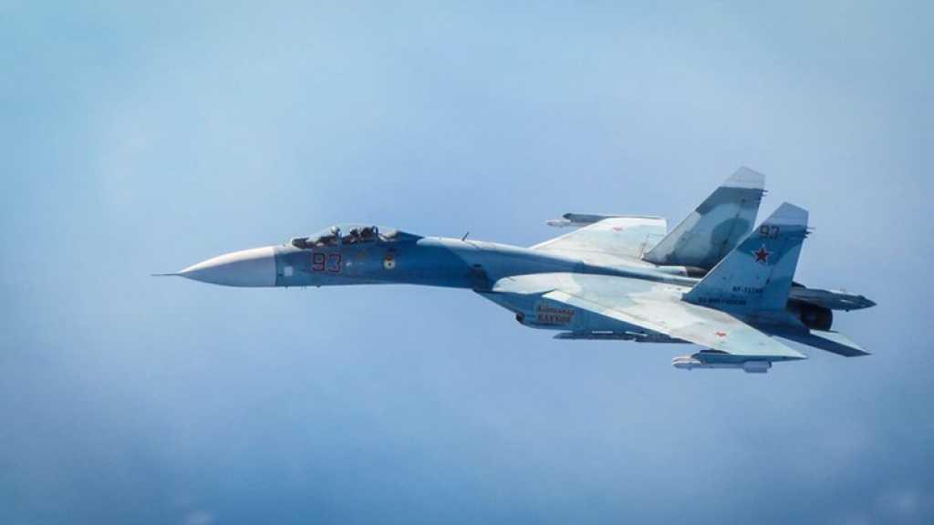 Un Su-27 russe escorte un avion espion US au-dessus de la mer Noire