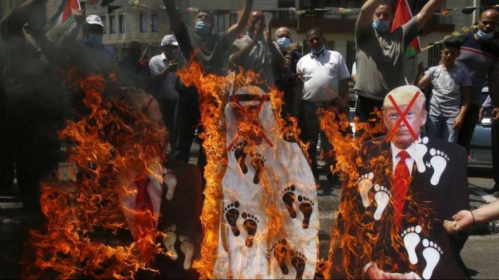 Accord «Israël»-Emirats: les Palestiniens brûlent des portraits du prince héritier Mohammed ben Zayed