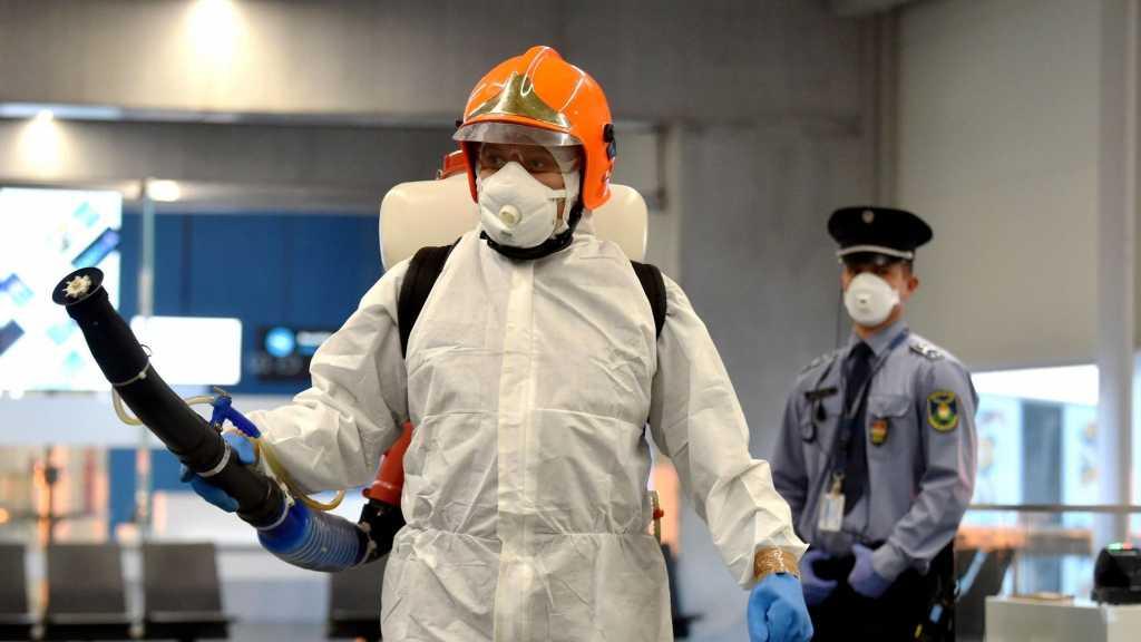 Coronavirus: plus de 832.000 morts dans le monde, frontières fermées et masque partout