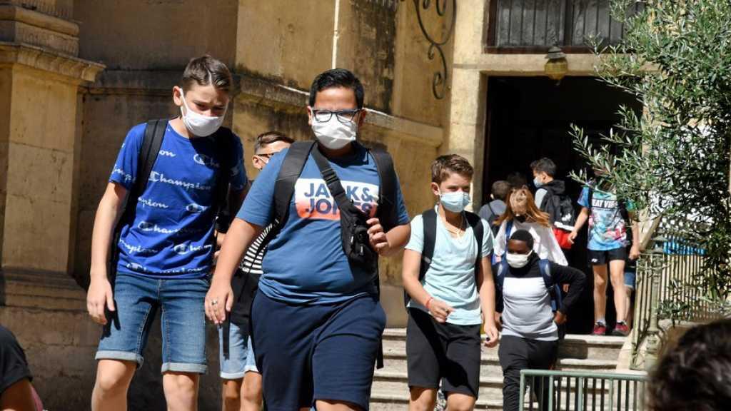 Coronavirus: dépistage massif à Hong Kong, rentrée masquée de la France à la Russie