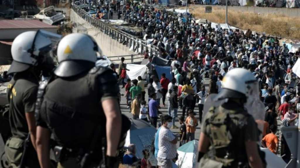 Grèce: à Lesbos, la police évacue les réfugiés à la rue vers un nouveau camp