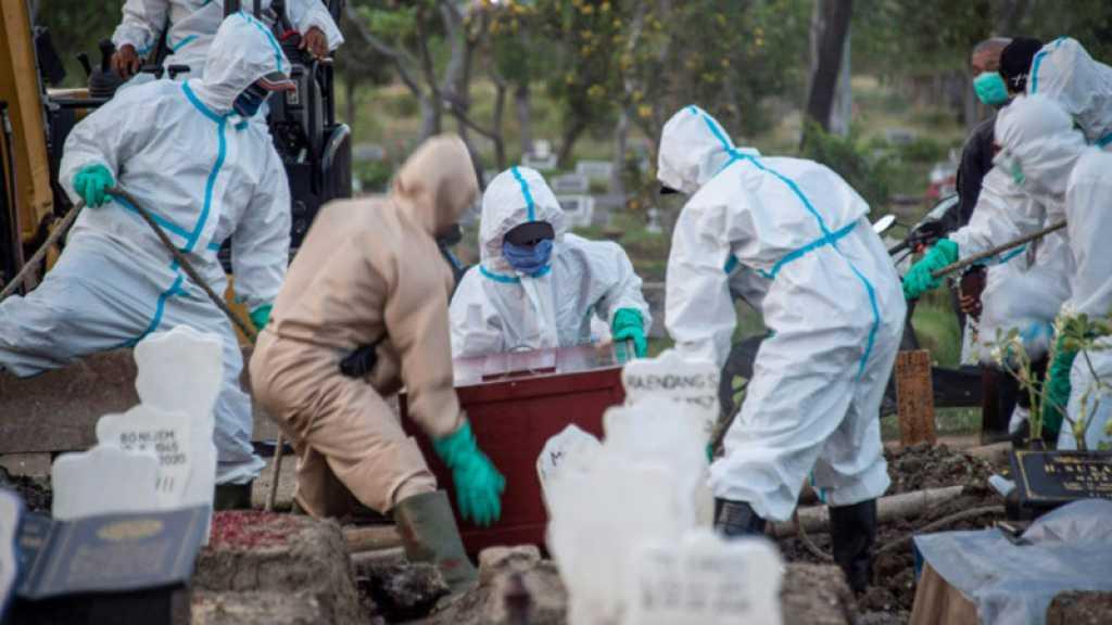 Coronavirus: la barre symbolique du million de morts franchie, restrictions et mécontentements