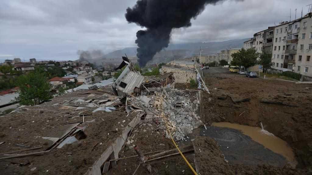 Karabakh: bombardements et combats avant une première réunion de médiation