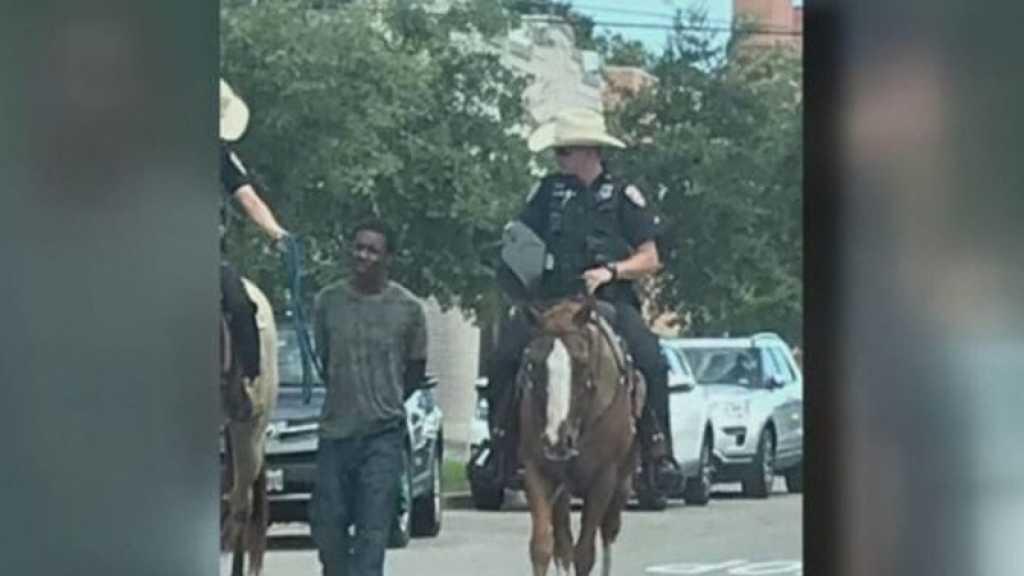 Un Noir américain tenu par une corde par des policiers réclame 1 million de dollars