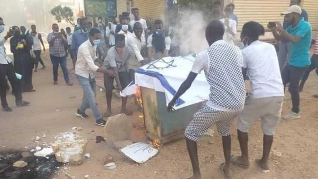 Des Soudanais brûlent le drapeau d'«Israël» pour protester contre toute normalisation des relations
