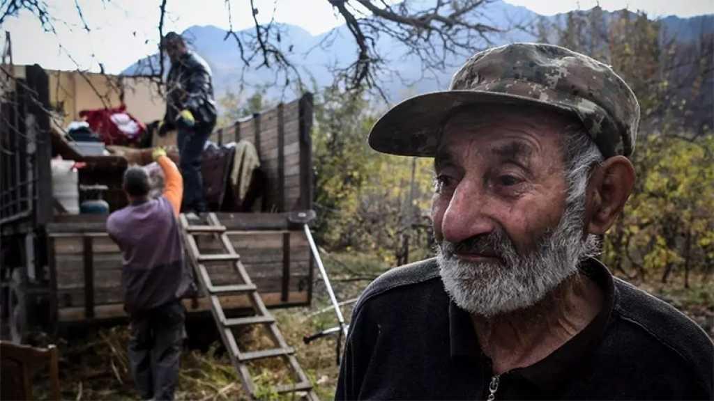 Haut-Karabakh: les Arméniens brûlent leurs maisons avant la cession à l'Azerbaïdjan