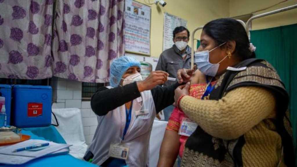 Coronavirus: début de la vaccination en Inde, retards de livraison en Europe