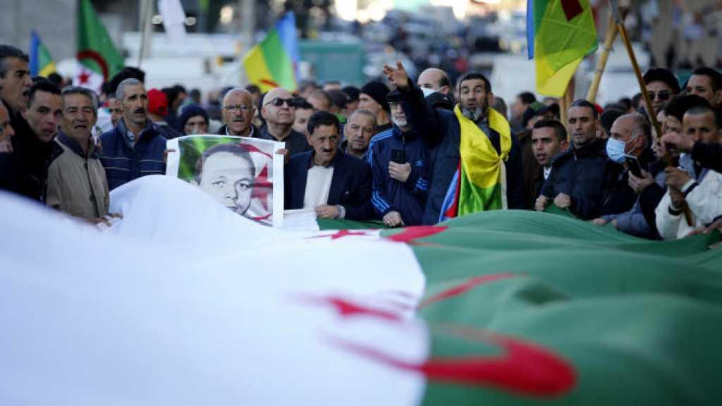 Algérie: des milliers de manifestants à Alger, barricadée pour le 2e anniversaire du Hirak