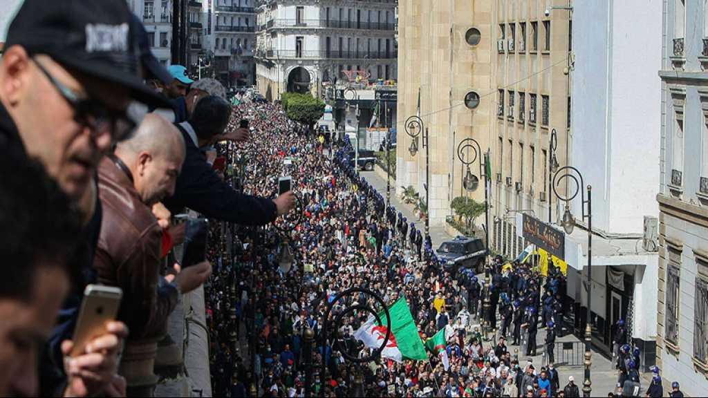 Algérie: des milliers de manifestants du Hirak à nouveau dans la rue
