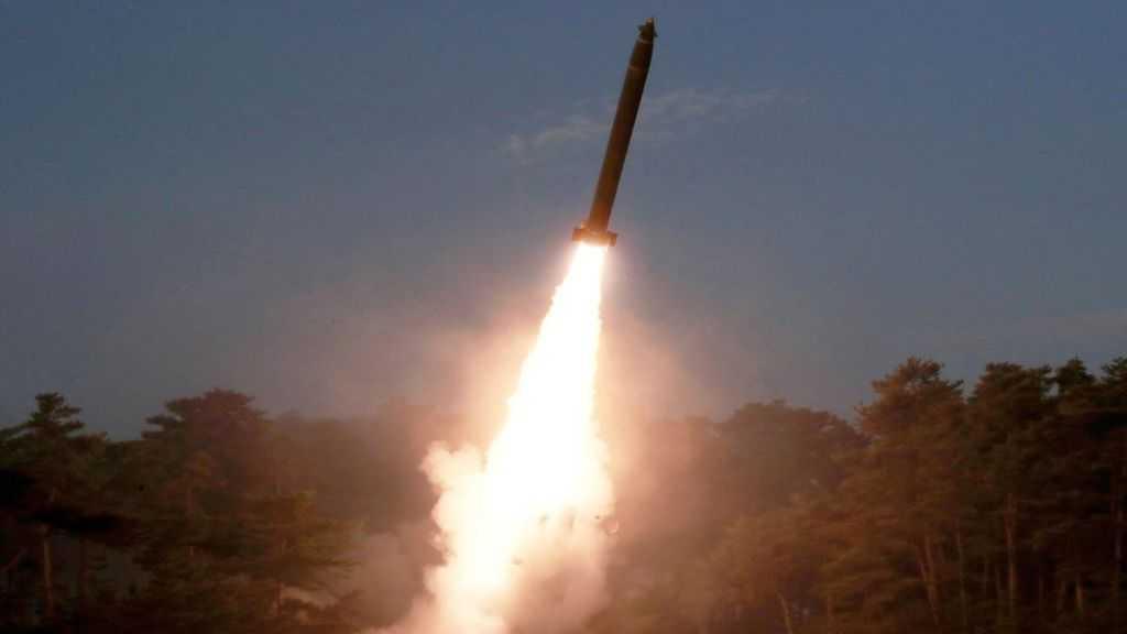 La Corée du Nord lance deux projectiles, des missiles balistiques selon Tokyo