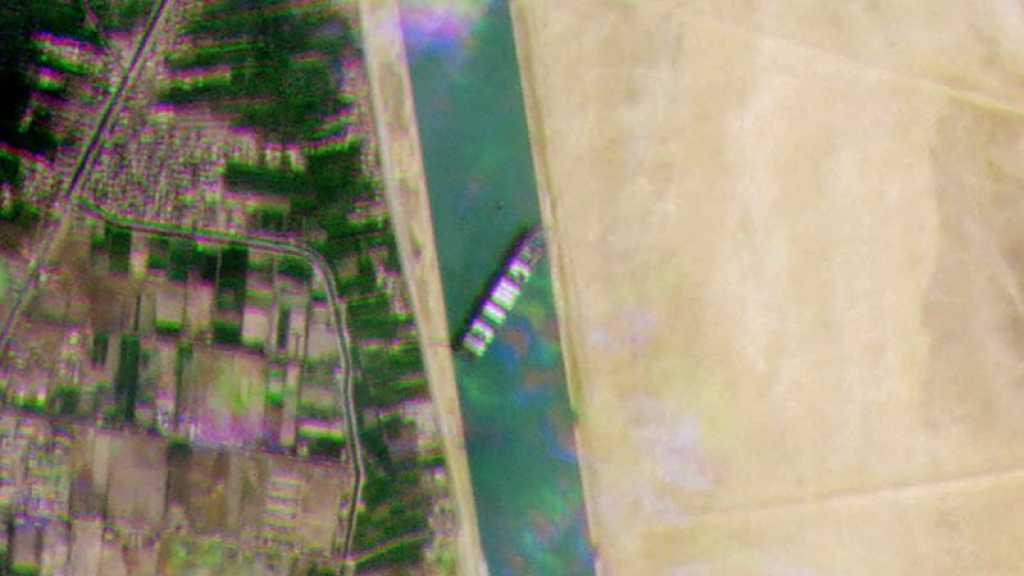 Le canal de Suez obstrué, transport maritime mondial ralenti