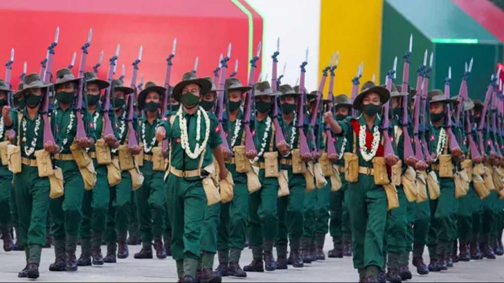 Birmanie: l'armée défile tandis que de nouvelles manifestations sont réprimées