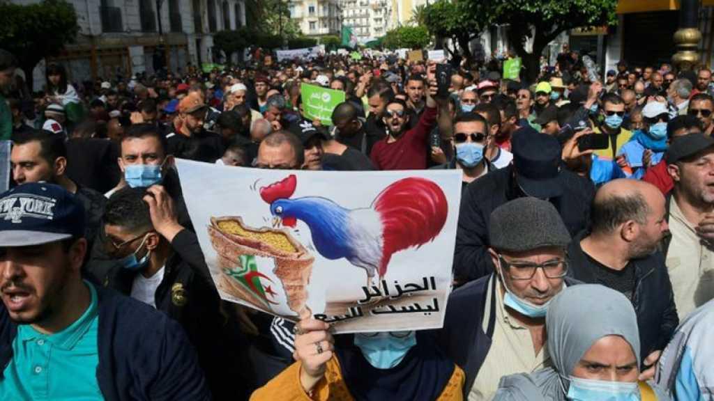 Algérie: slogans antifrançais et appel à l'unité lors d'une marche du Hirak