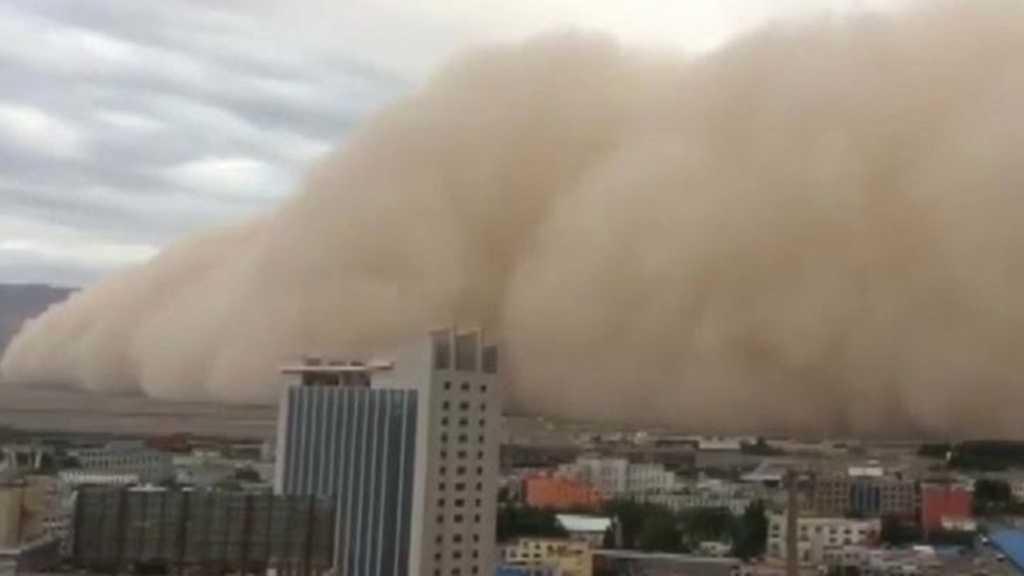 Chine: une immense tempête de sable «avale» une ville