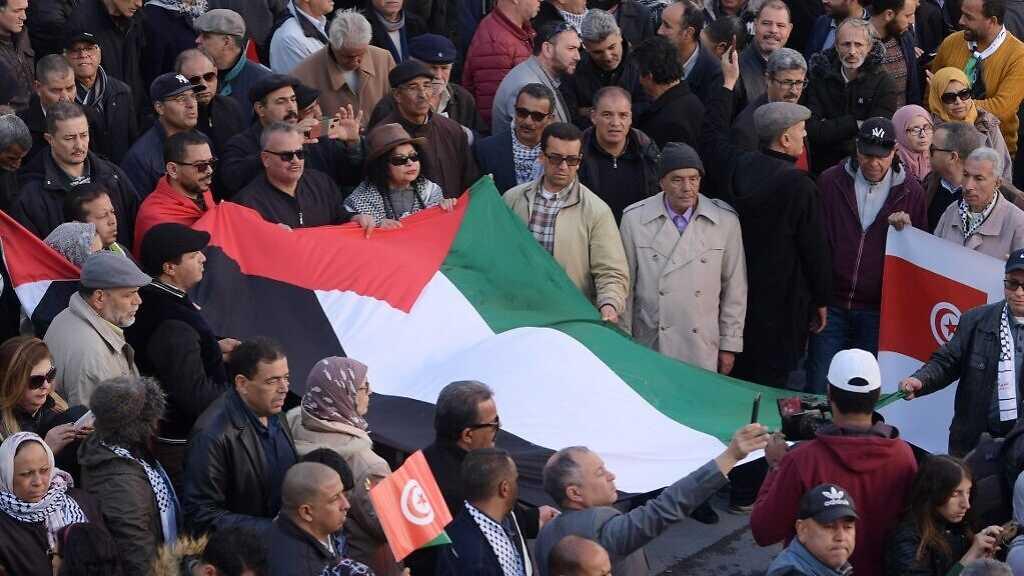 Des Tunisiens réclament une loi pénalisant les liens avec «Israël»