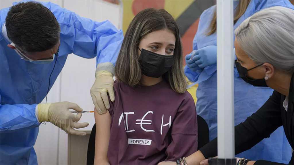 Covid-19: la levée des restrictions repoussée en Angleterre, début de la vaccination des ados en France
