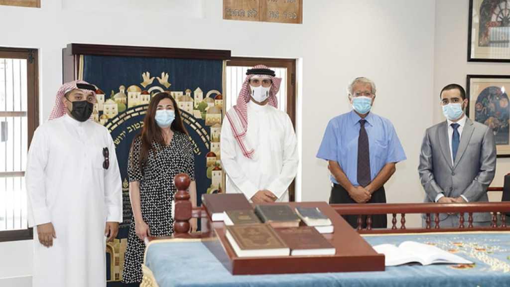 L'ambassadeur de Bahreïn en «Israël» fier de visiter la synagogue à Manama