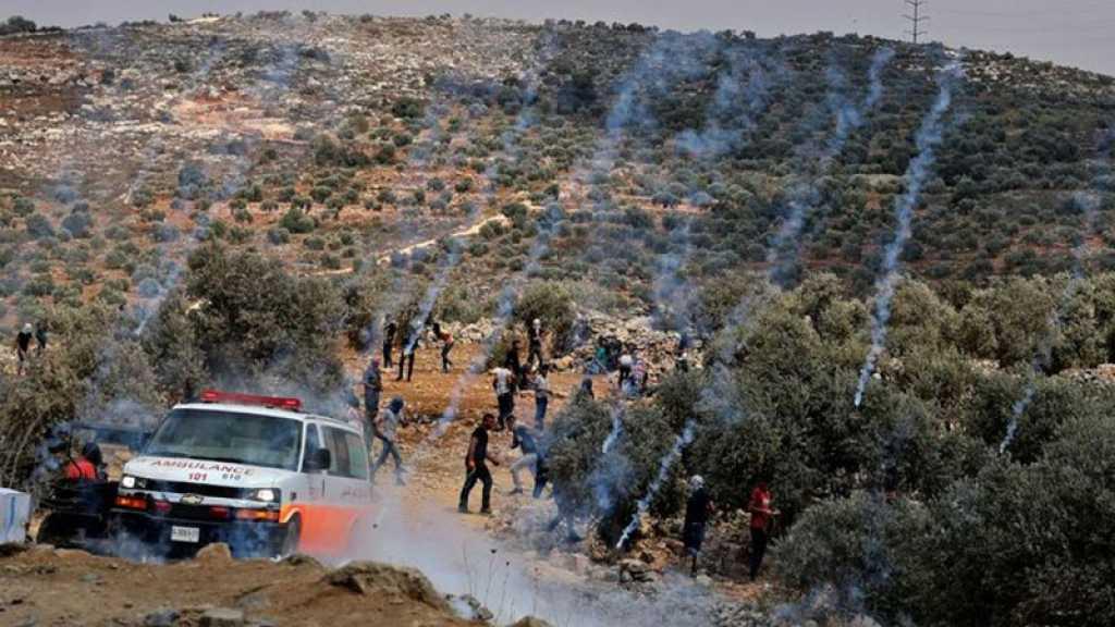 Cisjordanie: L'armée de l'occupation attaque les funérailles d'un martyr, des centaines de blessés