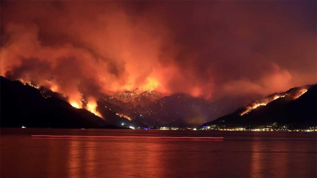 En Grèce, en Turquie et en Albanie, les incendies continuent de faire rage