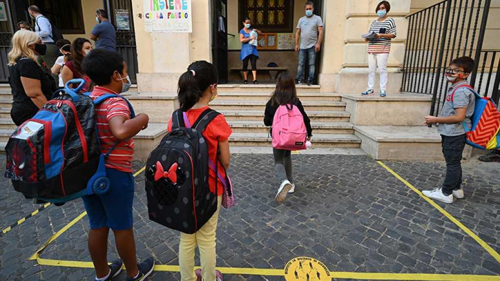 Virus: rentrée scolaire sous le signe du Covid en France, première livraison de Pfizer à Taïwan
