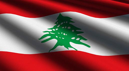 Des manifestants bloquent la route près de la Banque du Liban
